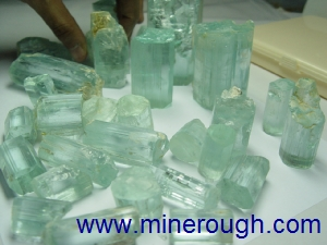 Aquamarine clean rough - Size